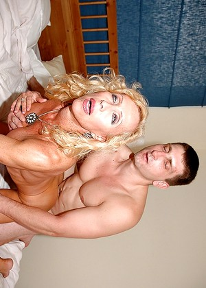 Showing images for lip gloss blowjob xxx XXX