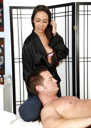 Massageparlor Layla Luxxx Updated Undressing Portal