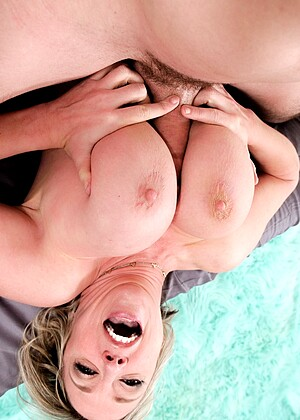 Mommyblowsbest Dee Williams Slips Big Tits Grassypark