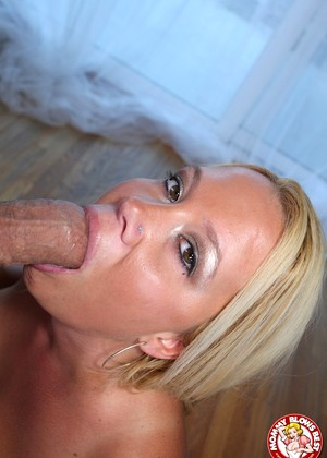 Mommyblowsbest Tara Star Joyful Milf Blowjob Photos