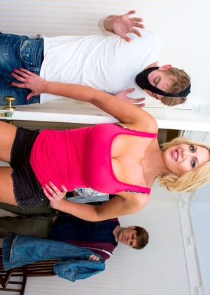 Mommygotboobs Leigh Darby Pornpicture Tall Dilgoxxx Party