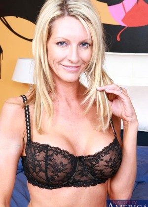 Myfriendshotmom Emma Starr Mobile Housewifes Vod