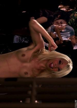Сосет глотает брия беннетт рабочие сцены порно