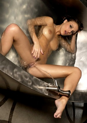 Penthouse Andie Valentino Beautiful Wet Babe