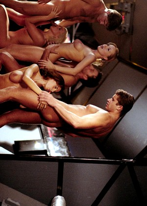 Three Hot In Amazing Astronaut Alien Orgy Uranus Spankbank 1