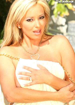 Rachelaziani Naked By The Pool Admirable Pornstar Portal