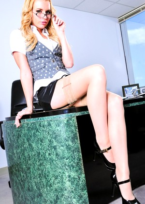 Realityjunkies Lexi Belle Superb Hot Babes Mobi Vod