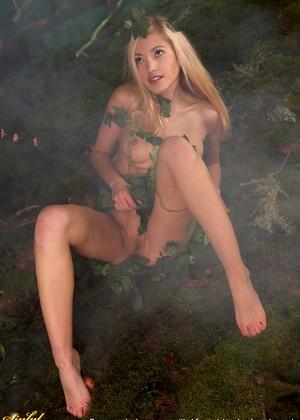 порно в темном лесу