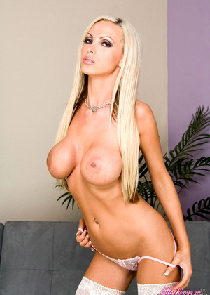 Stockingsonpornstars Nikki Benz Kickass Blonde Wifi Download
