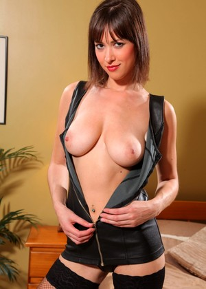Strictlyglamour Carole Hunt Cute Leather Snapshot