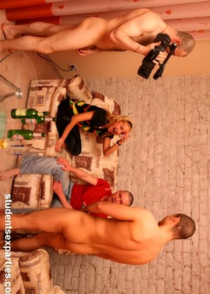 Studentsexparties Studentsexparties Model Lucky College Orgy Fotos