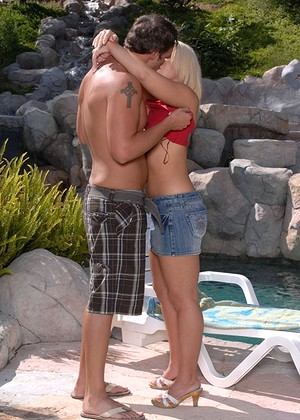 Tapthatonionass Emma Heart Interactive Kissing Pix