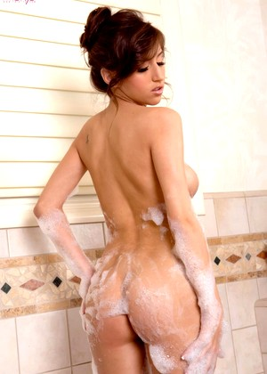 Twisty S April Oneil Wet Busty Babe Bathing Gal