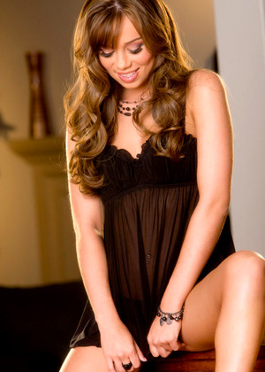 Twisty S Capri Anderson Normal Beautiful Babe Thread