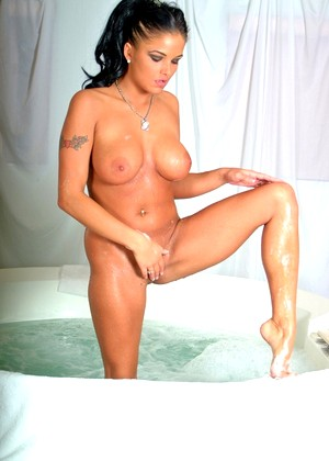 Twistys Lanny Barbie High End Bathroom Materials