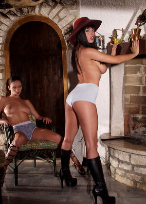 Twistys Tara Radovic Kyla Cole Stable Wet Xxxblog