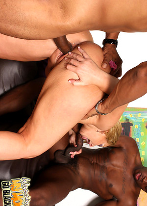 Watchingmymomgoblack Flower Tucci Best Housewifes Valley