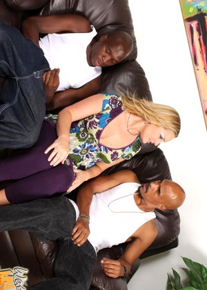 Watchingmymomgoblack Flower Tucci Tonight Group Sex Tv