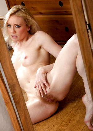 Wearehairy Cate Emotional Babe Sexpicture