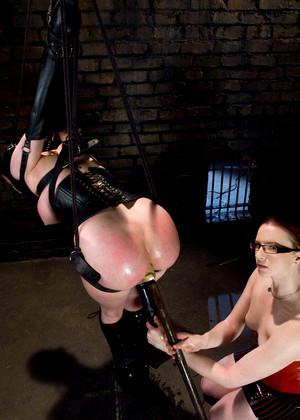 мастер наказывает рабынь бдсм