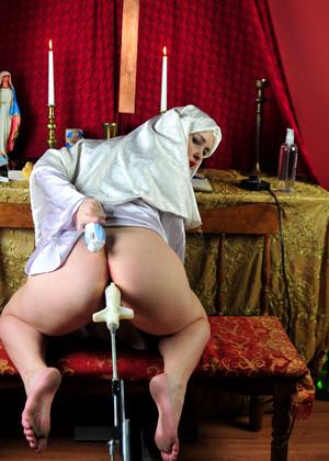 порно монашка в машине
